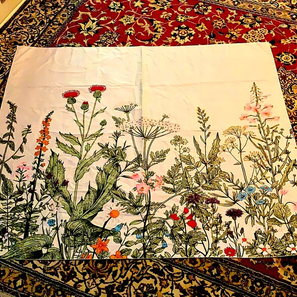 UO Floral wall tapestry NWOT